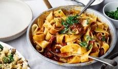 Pappardelle, Sauce Harissa à la rose, olives noires et câpres